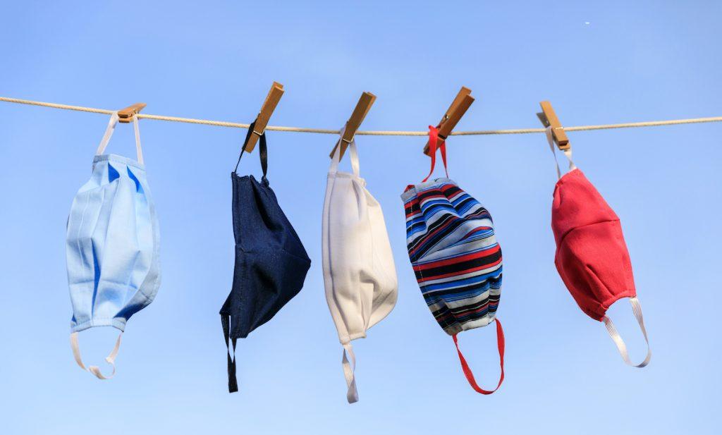 Giặt khẩu trang vải sau mỗi lần sử dụng