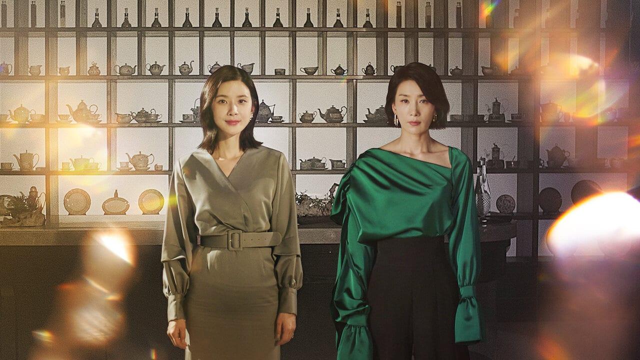 Jeong Seo Hyun và Seo Hee Soo trong phim Mine