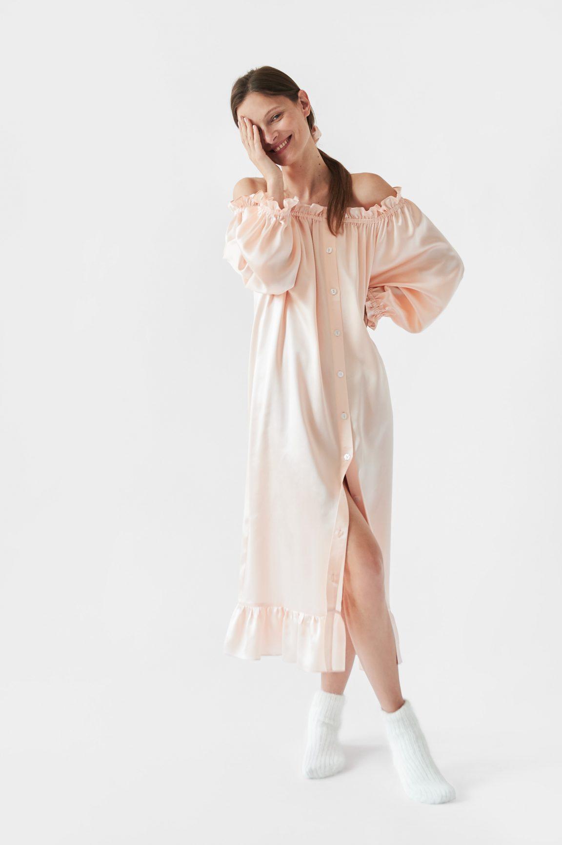 Đầm ngủ trễ vai