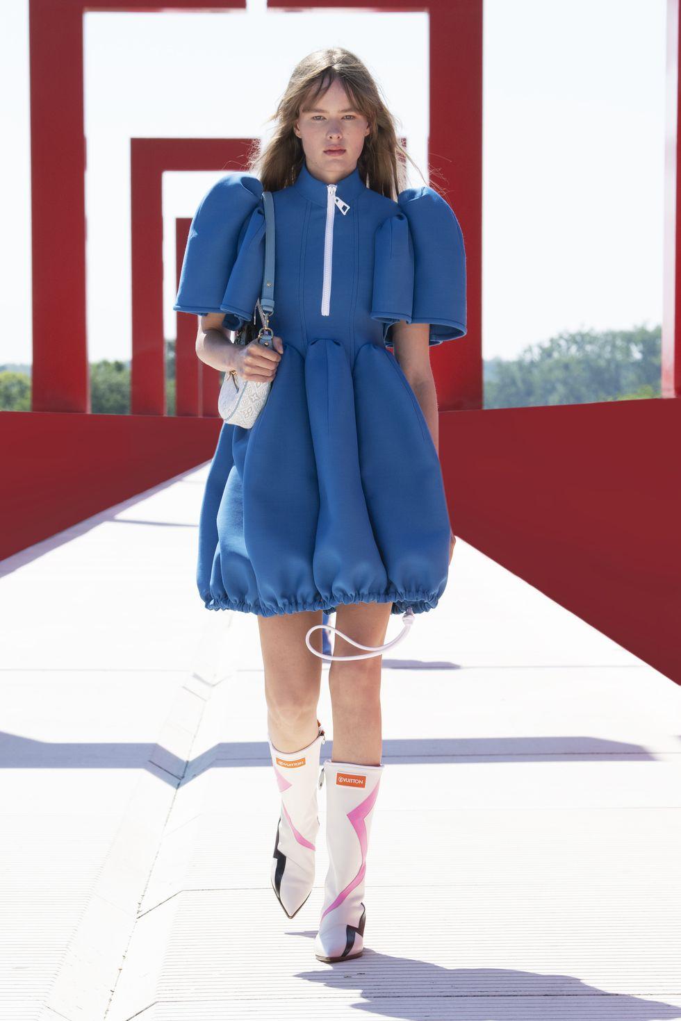 váy xanh louis vuitton cruise 2022