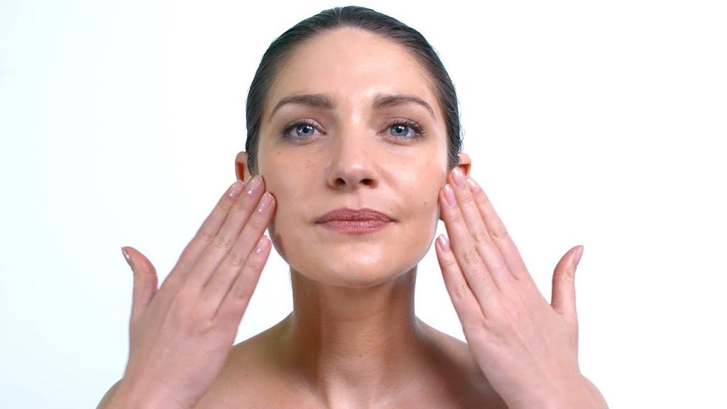 Bài tập massage mặt vùng má
