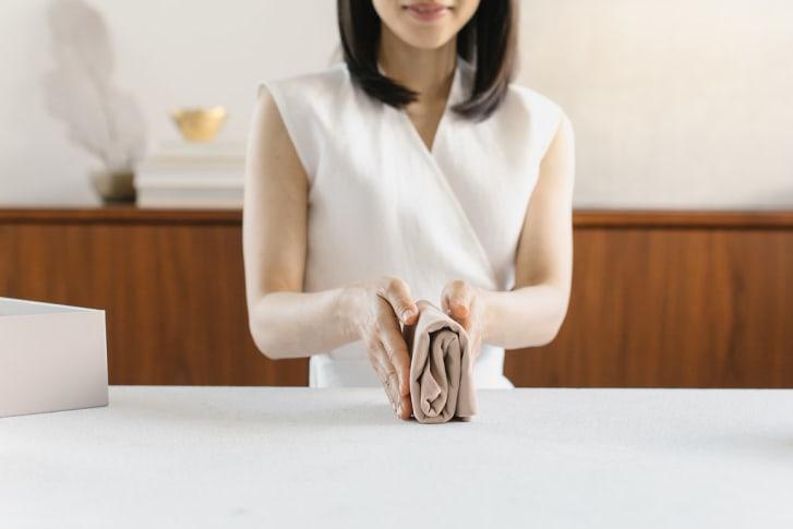 Gấp quần áo theo phương pháp dọn dẹp KonMari