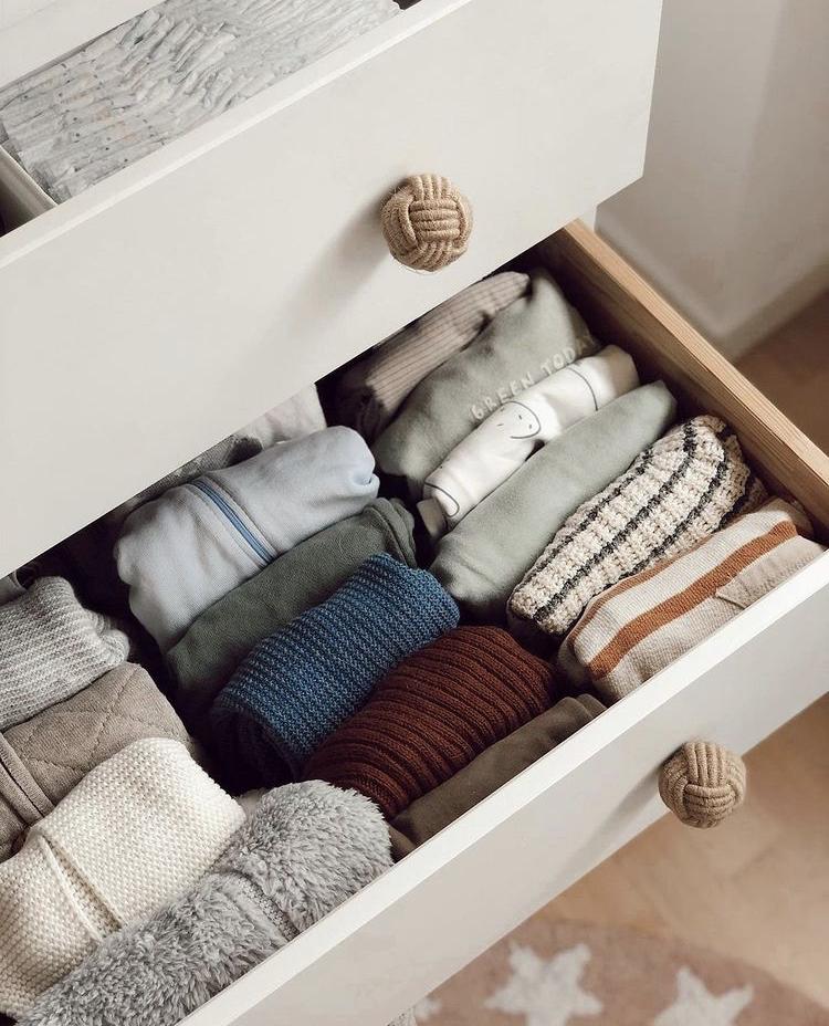 Sắp xếp quần áo bằng phương pháp cuộn tròn