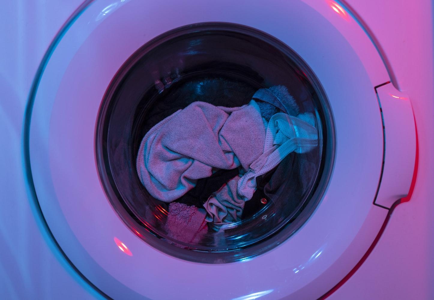 Làm sạch đồ thời trang bằng máy giặt