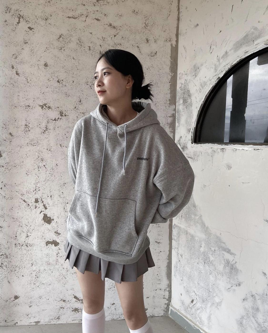 Áo hoodie chân váy xếp