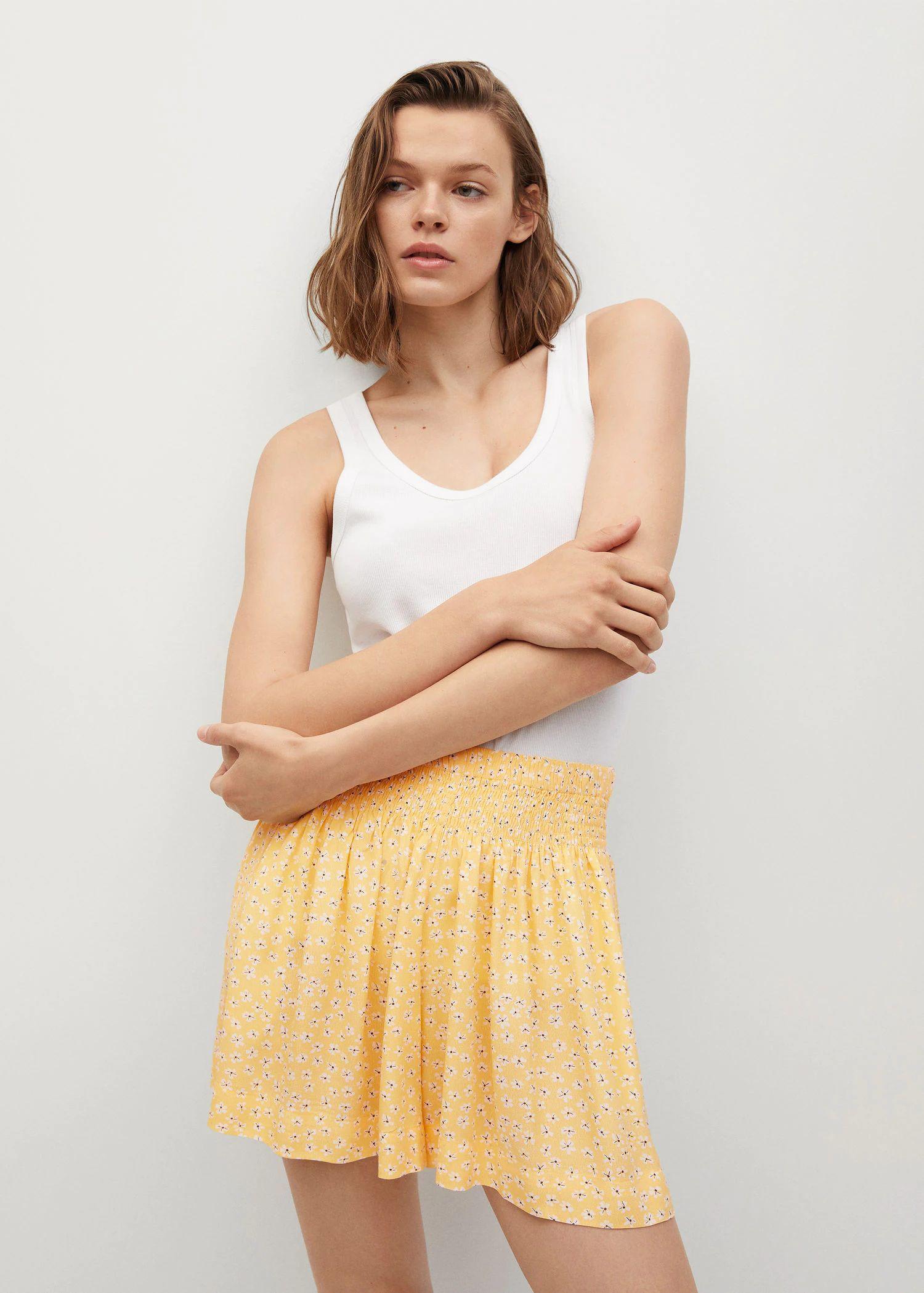 Quần shorts thun màu vàng