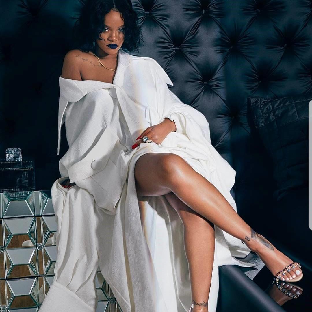 Rihanna Em Hoa