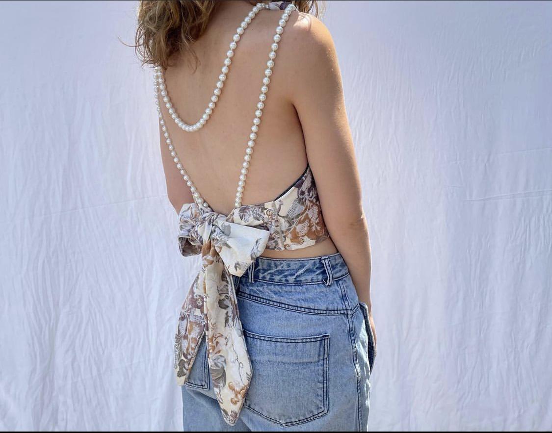 backless top với dây trai cách điệu
