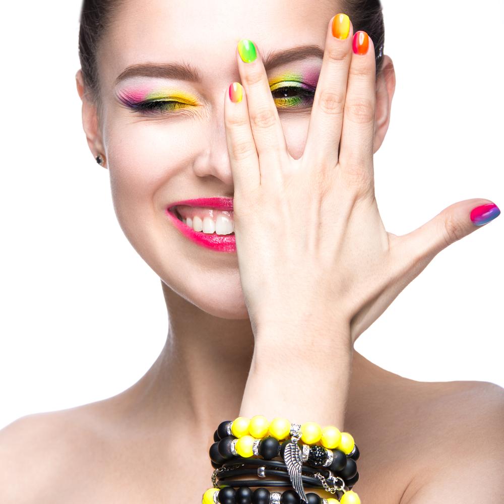 Màu sơn móng tay vui nhộn mùa Hè 2021