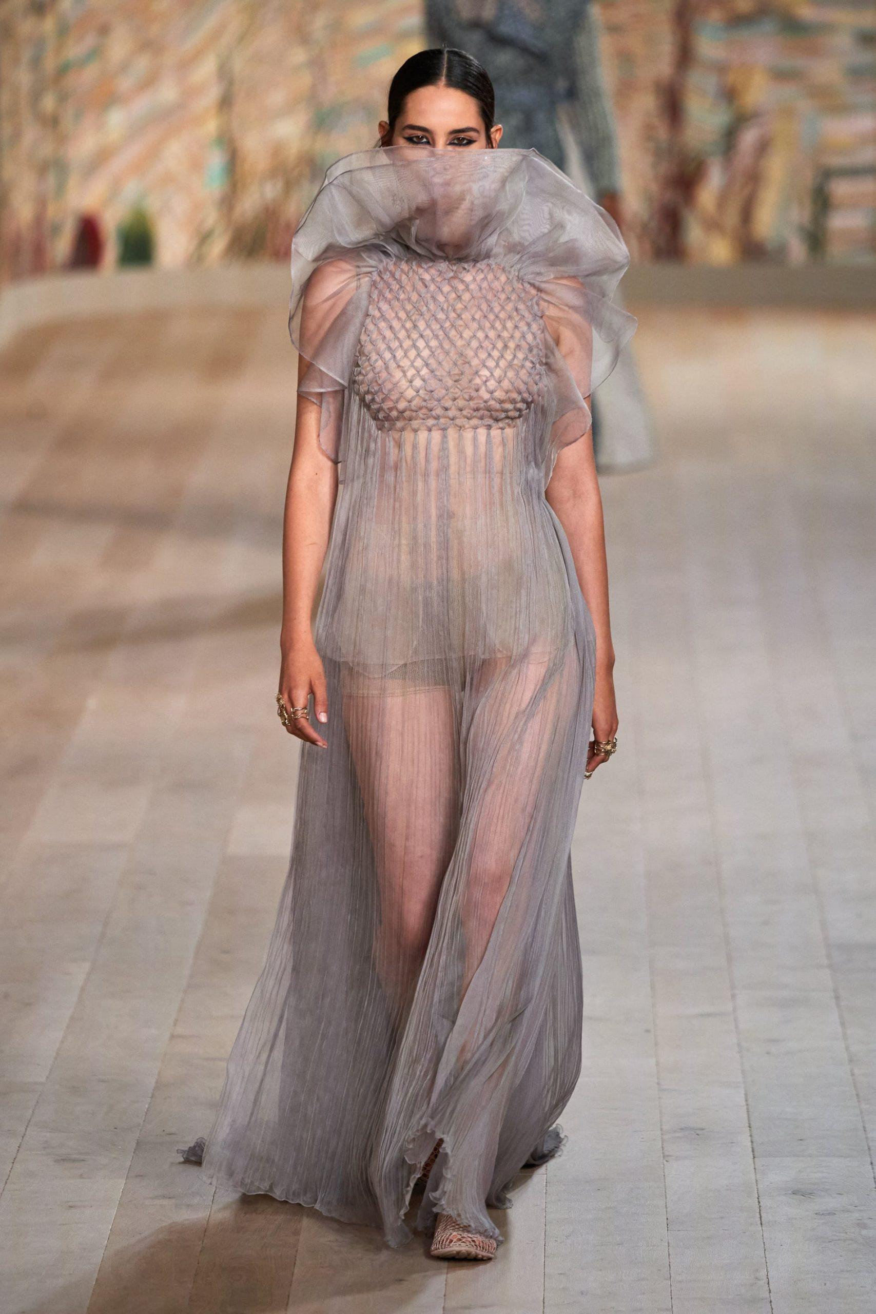 váy voan xếp ly Dior