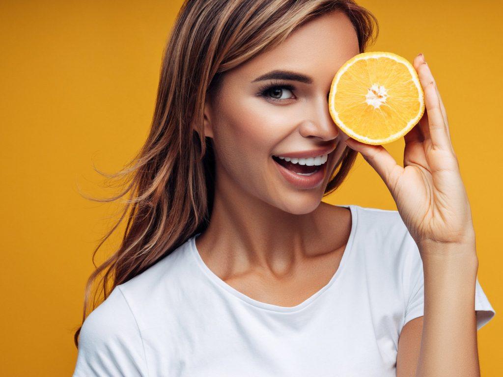 Vitamin C là thành phần giúp da chống lão hóa