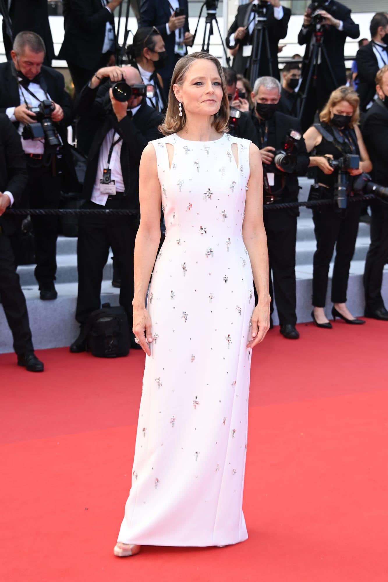 Đầm trắng đính đá từ Givenchy