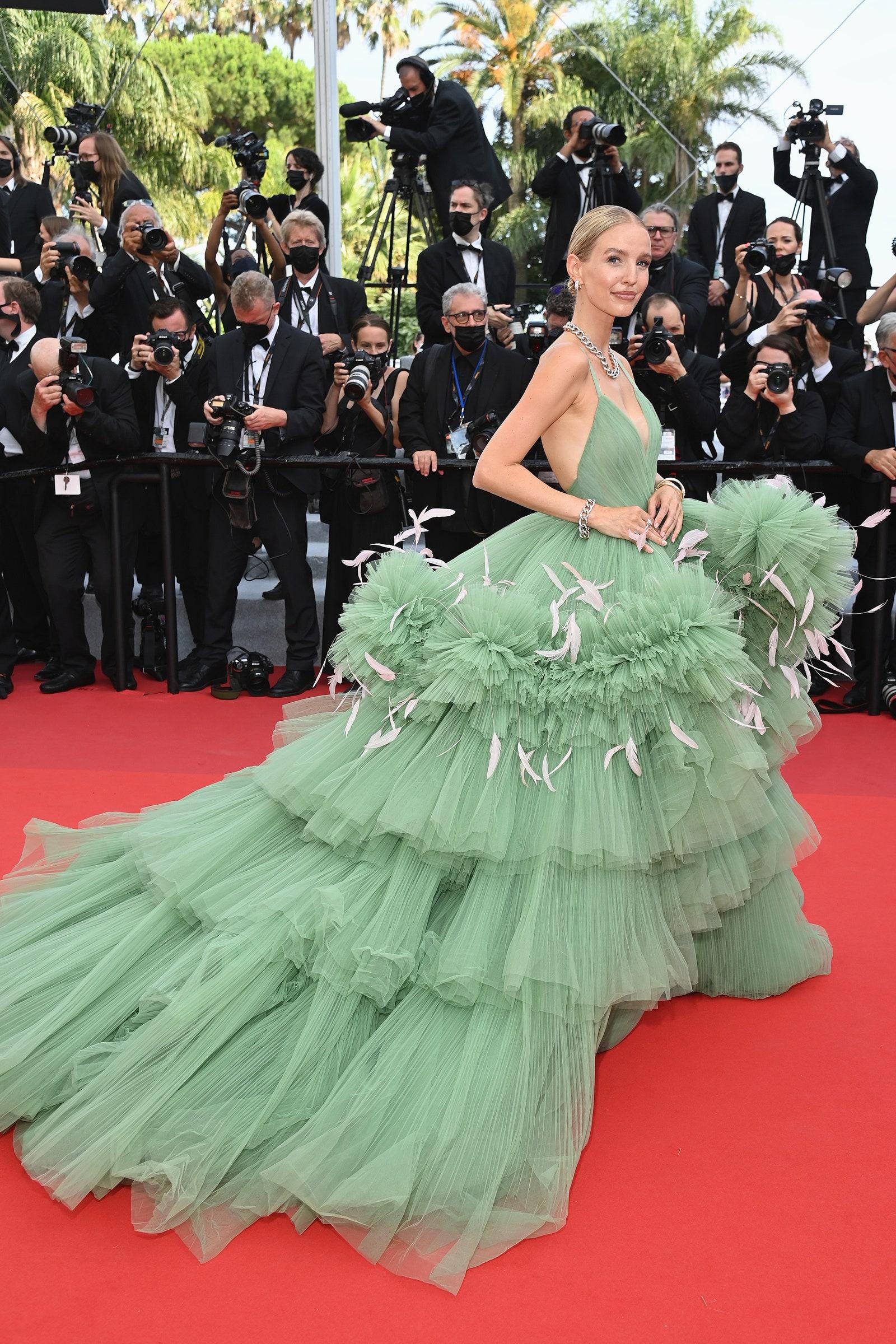 Thảm đỏ Cannes 2021