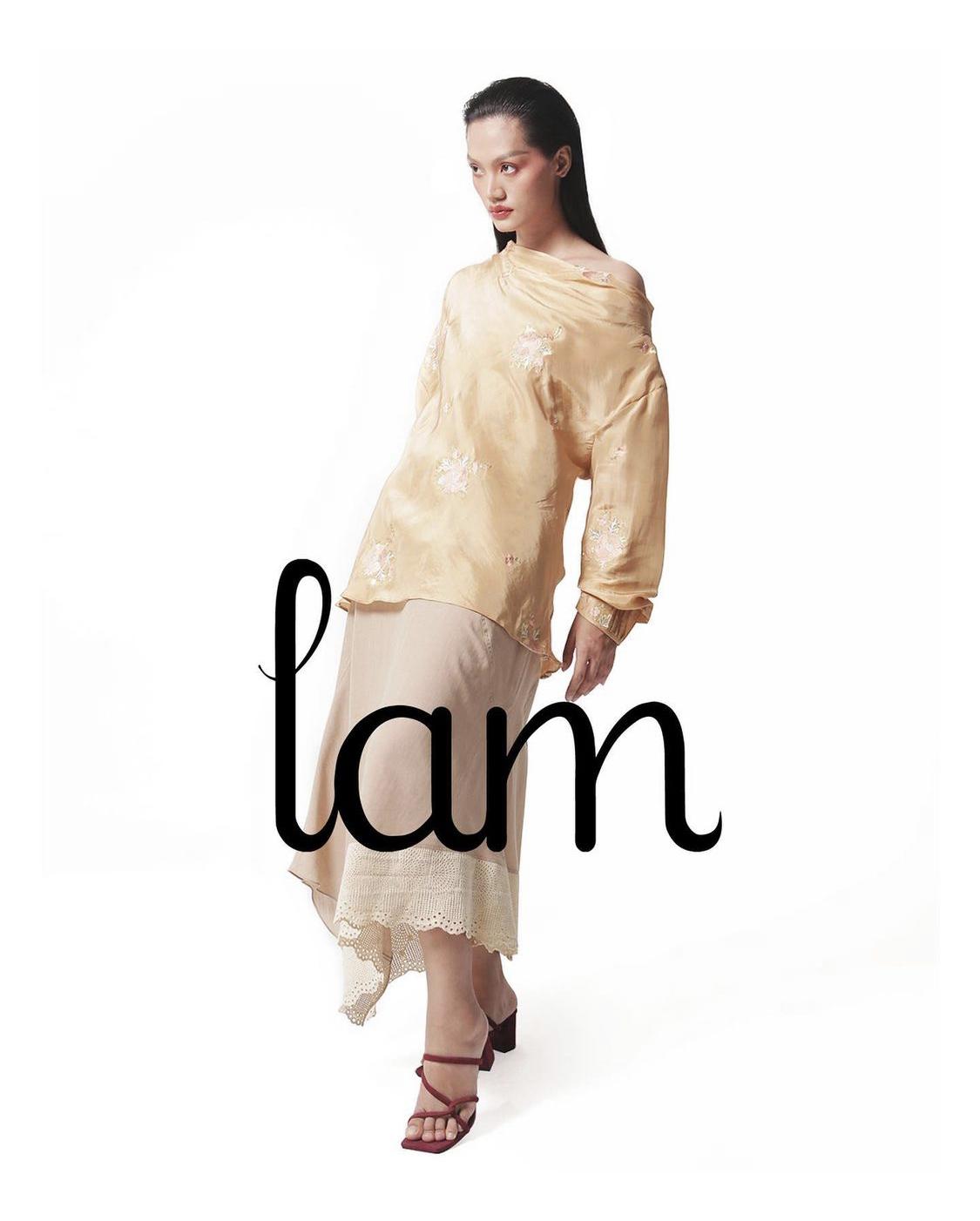 áo thêu hoa Lam
