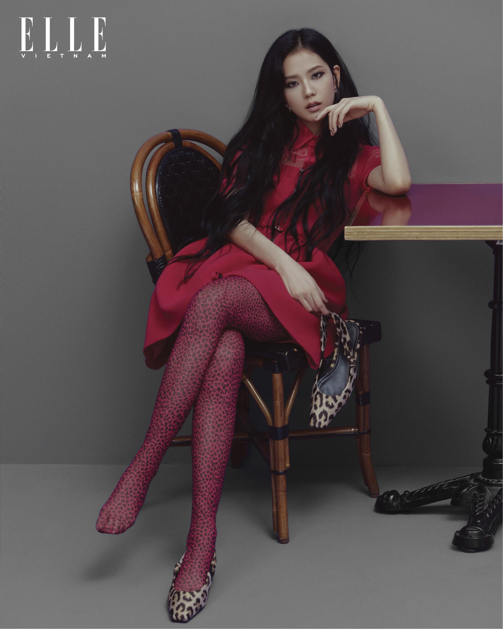 jisoo blackpink mặc đầm đỏ