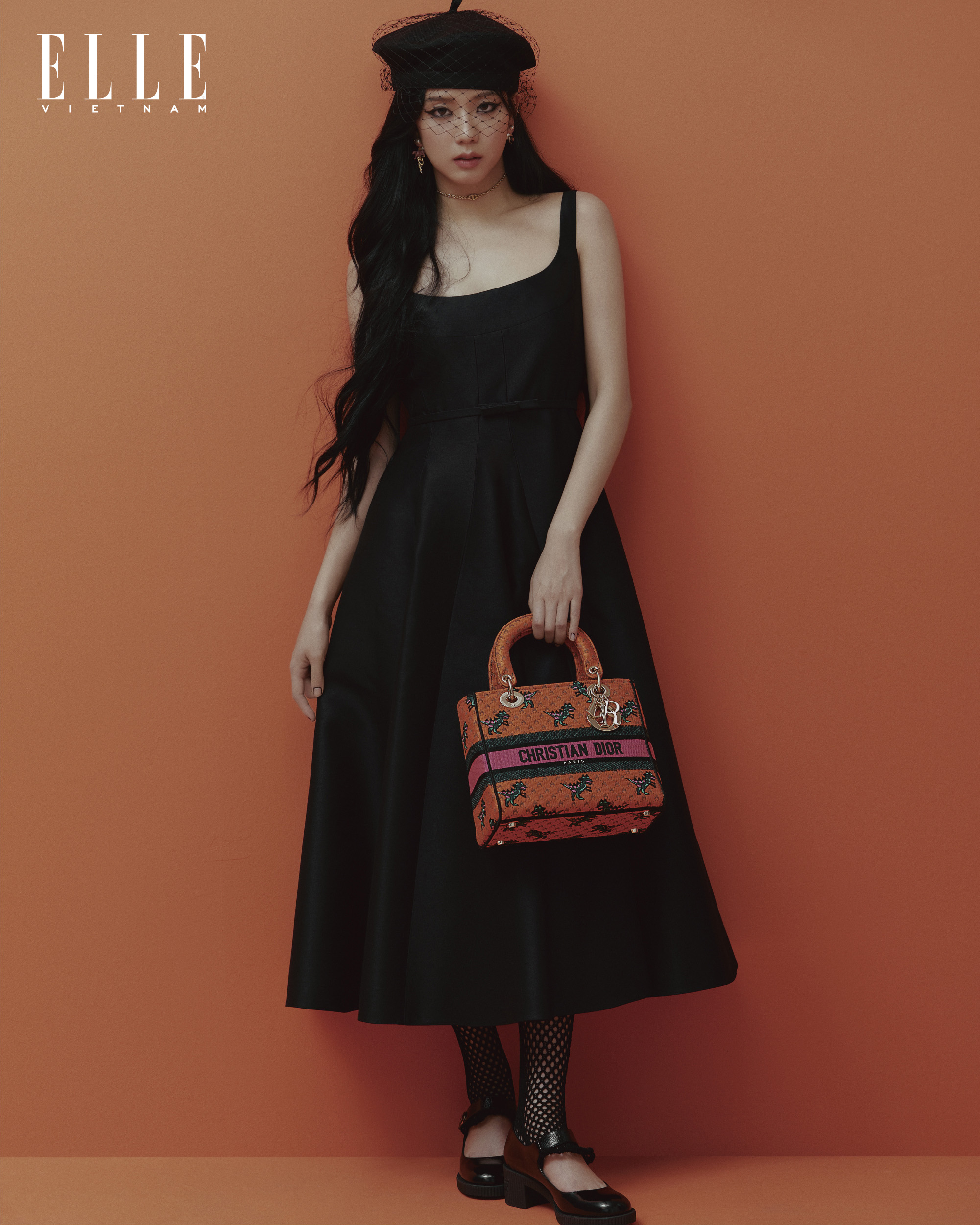 jisoo blackpink mặc váy đen