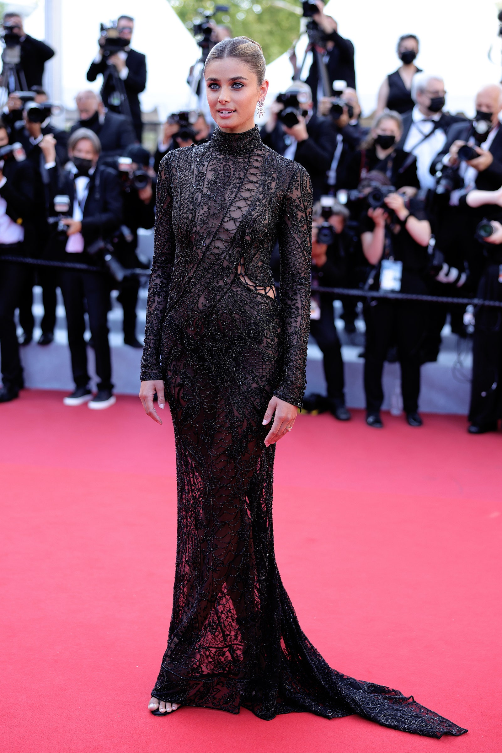 LHP Cannes 74 và những khoảnh khắc thời trang đầy mê hoặc