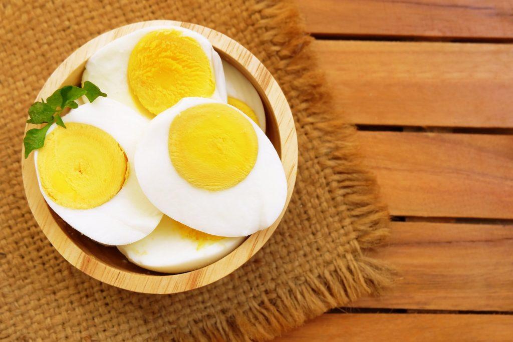 Trứng là một trong các thực phẩm giúp nuôi dưỡng và bảo vệ tóc