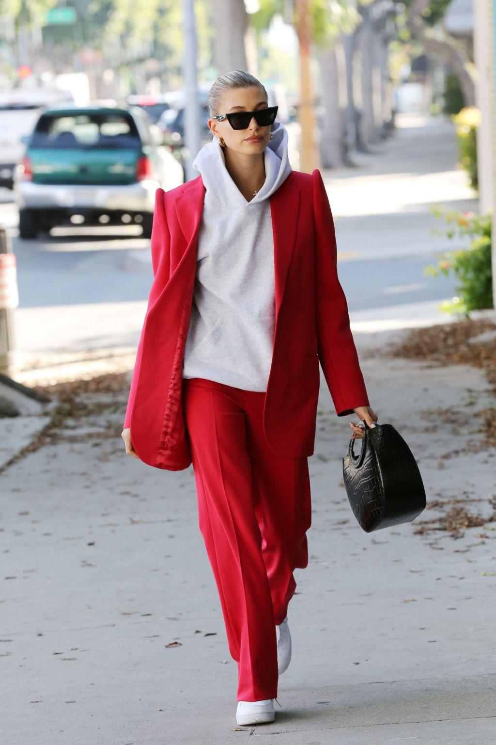 Suit đỏ phối hoodie