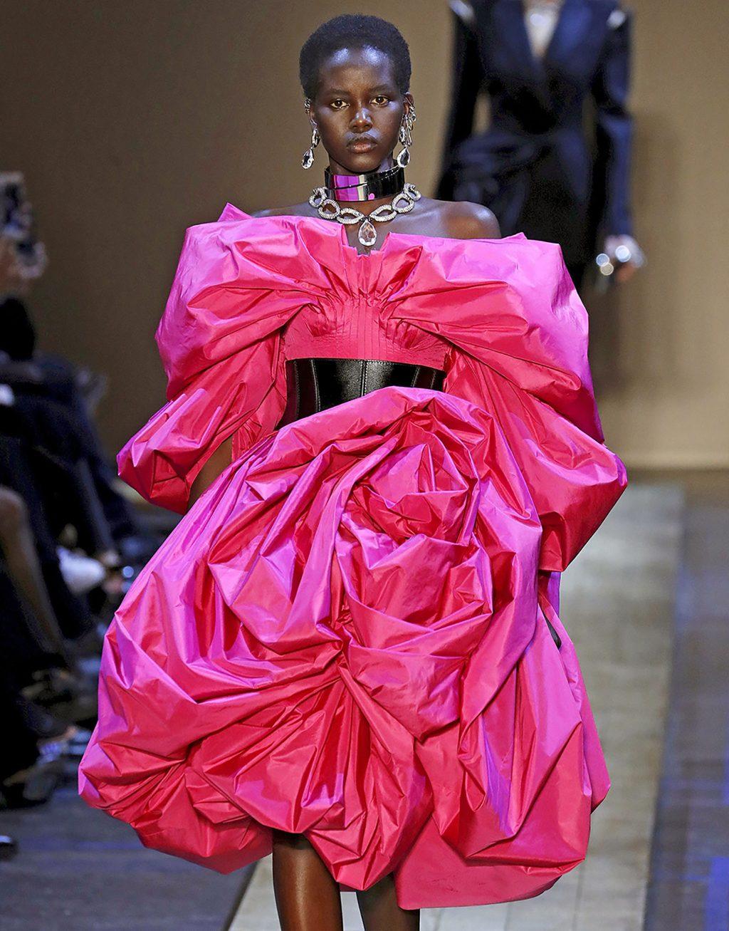 thời trang người mẫu Adut Akech