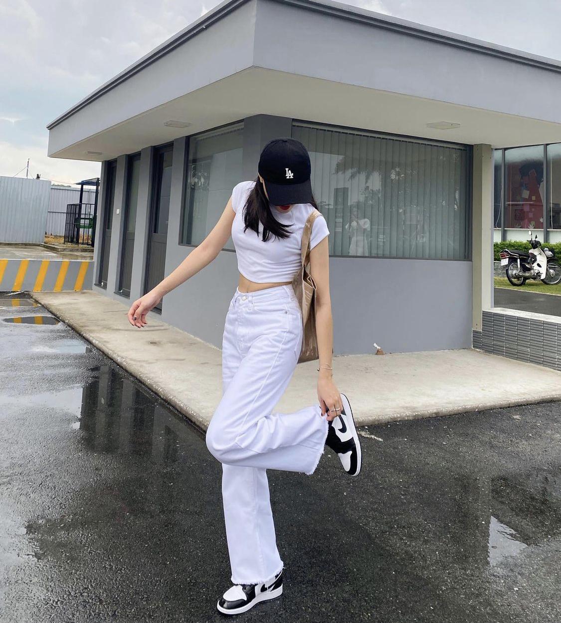quần trắng ống loe denim