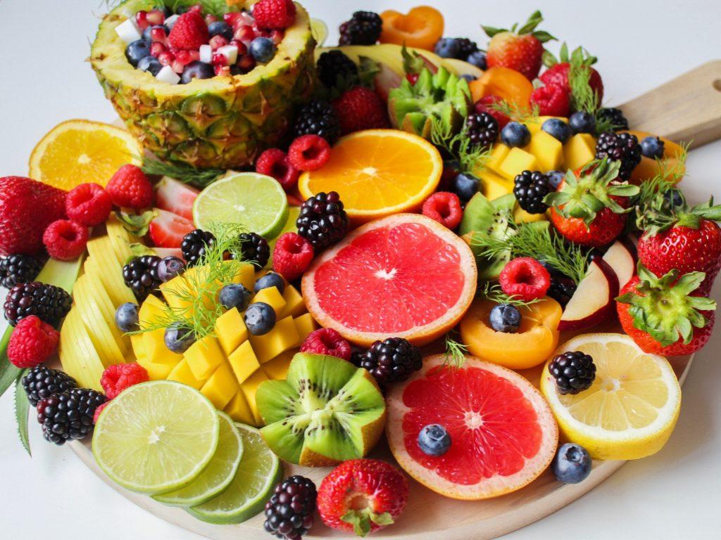 Bổ sung nhiều trái cây mọng nước giúp làn da ngăn ngừa mụn