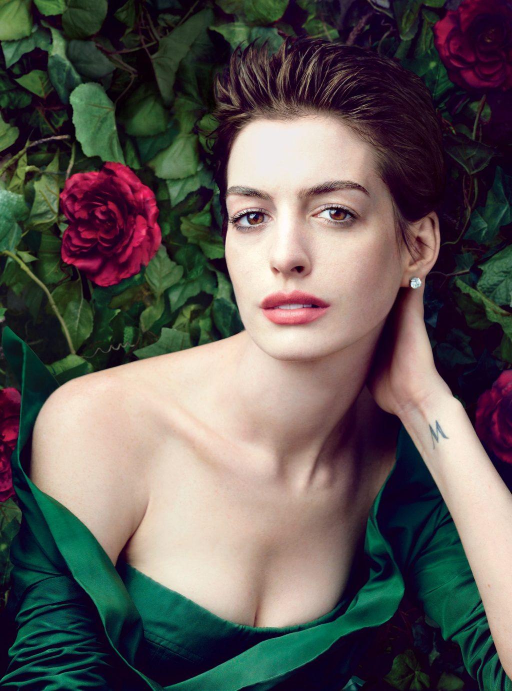 Vẻ đẹp không góc chết của Anne Hathaway