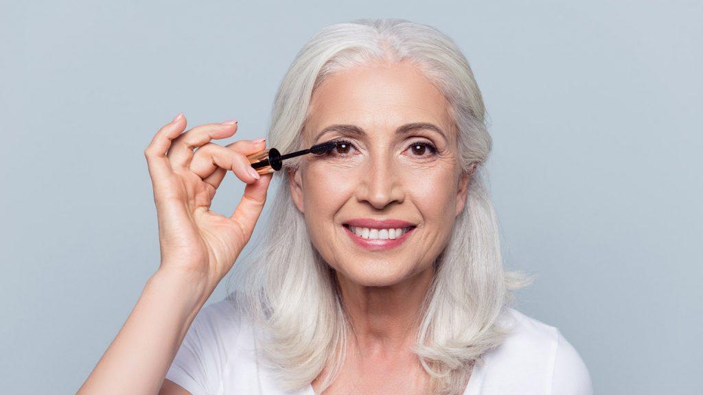Cách trang điểm mắt hack tuổi cho phụ nữ U50