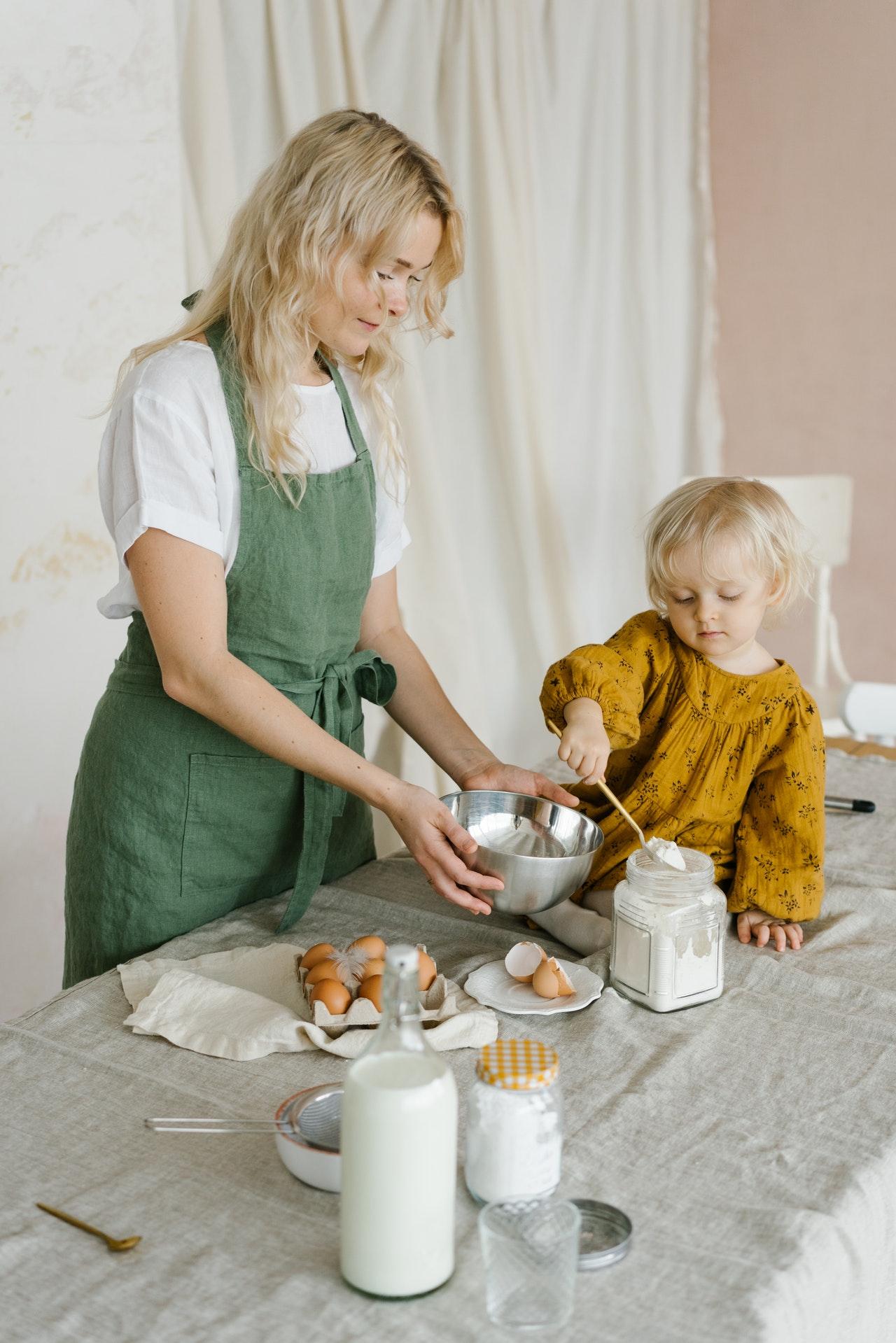 nấu ăn là công việc chung của gia đình