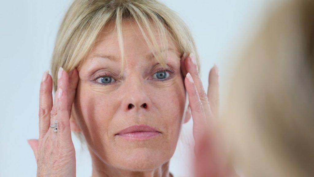 Massage nâng cơ mặt - phương pháp chăm sóc da hữu hiệu cho tuổi 50