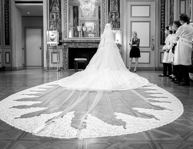 váy cưới ren hoa của kitty spencer