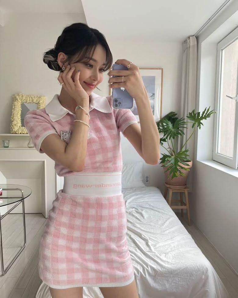 Set váy sọc ca rô hồng pastel winter aespa