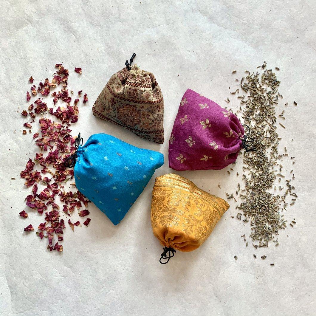 Túi thảo mộc tạo mùi hương cho quần áo