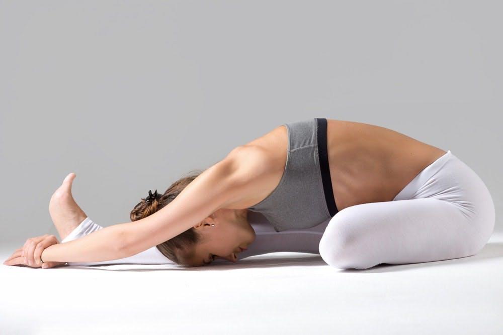 Bài tập yoga đầu sát gối
