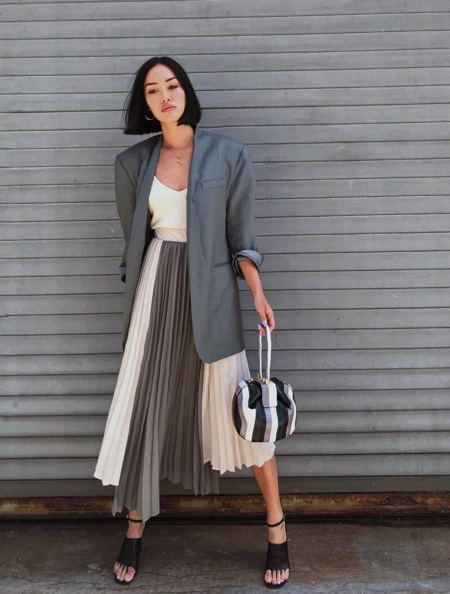 váy xếp ly bất đối xứng