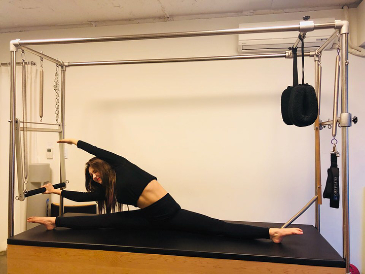 Jeon Somi tập luyện Pilates chăm chỉ.