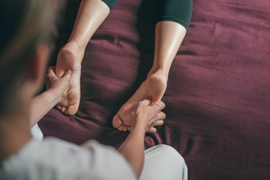 Massage chăm sóc bàn chân hiệu quả