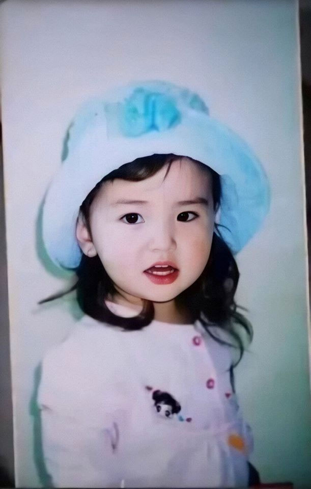 Jeon Somi xinh đẹp từ khi còn nhỏ.