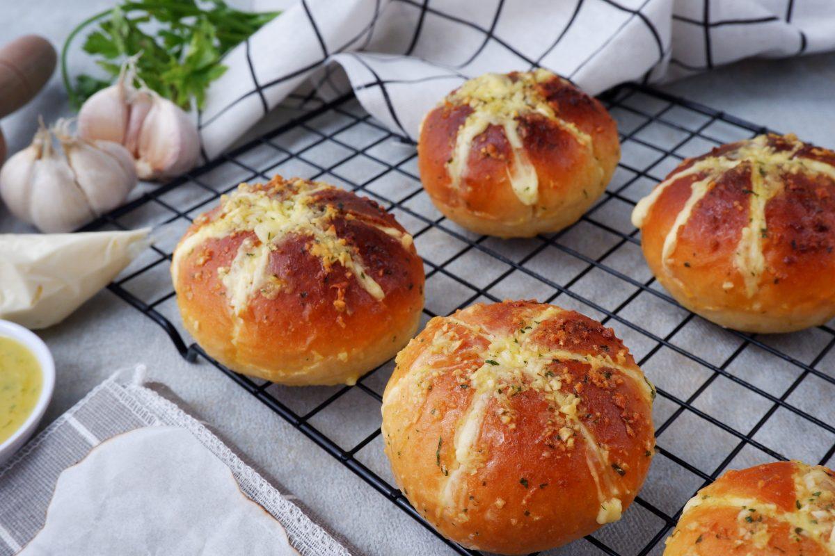 bánh mì bơ tỏi làm bằng nồi chiên không dầu