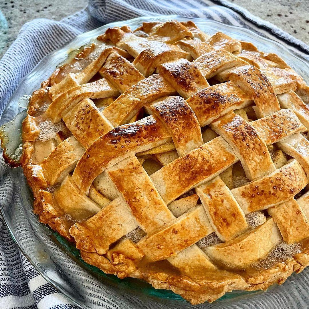 pie táo làm bằng nồi chiên không dầu