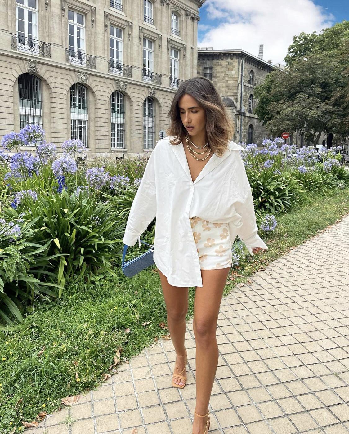 Phối sơmi trắng quần short hoa