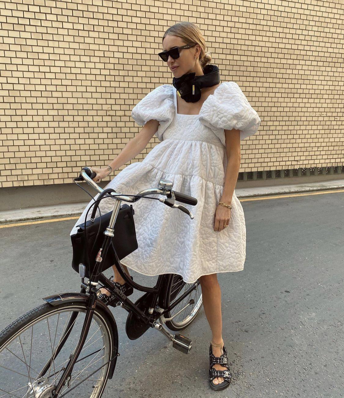 Đầm in dập hoạ tiết tay phồng thời trang