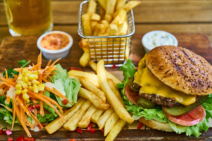 Thực phẩm gây hại cho làn da bạn nên tránh xa