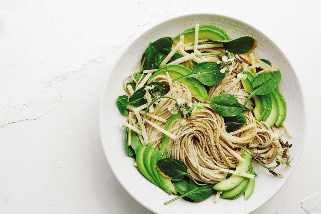 Salad mì Soba sốt mè