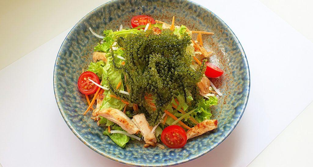 Salad rong nho và thịt gà