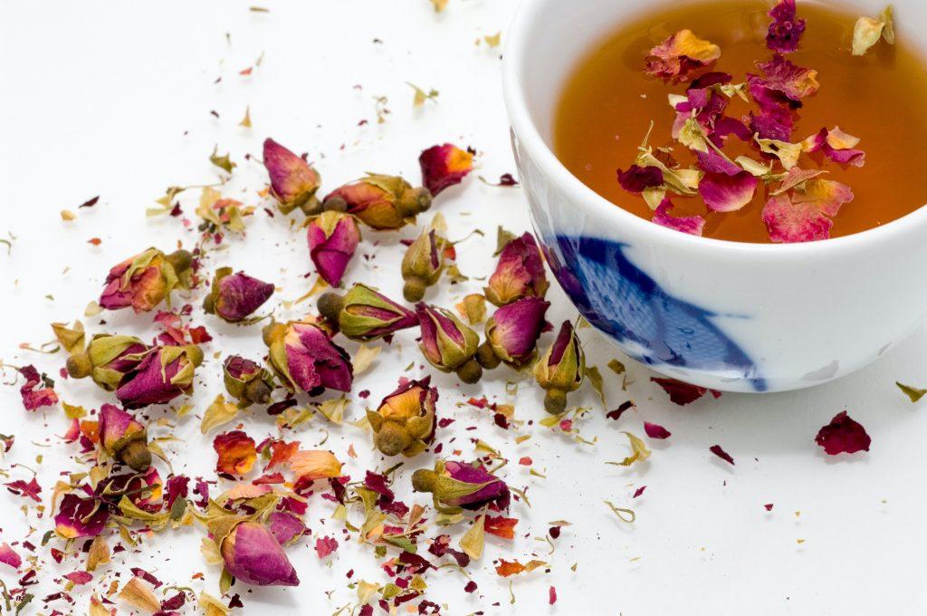 Bí quyết làm đẹp cho da từ trà hoa hồng