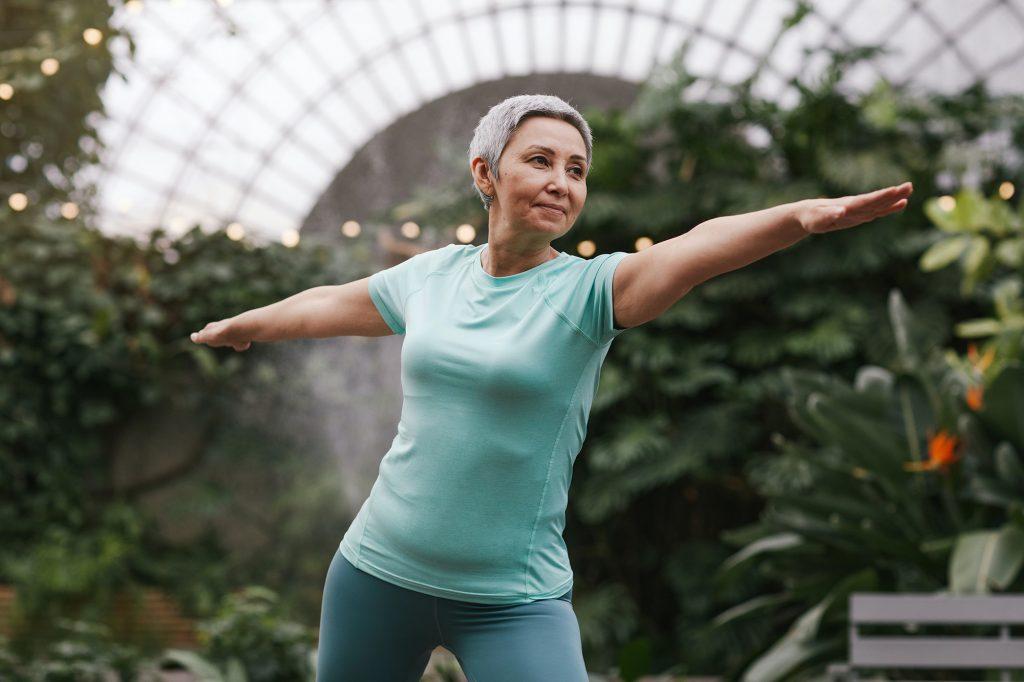Duy trì cơ cốt lõi khỏe mạnh cùng các động tác thể dục cơ bản cho tuổi 50