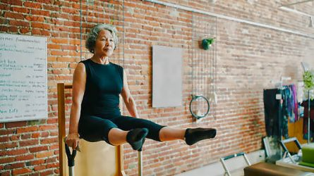 Tuổi 50 thêm khỏe khoắn cùng 4 bài tập thể dục về cơ cốt lõi