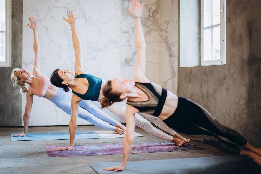 Những bài tập yoga rèn luyện thân thể hiệu quả trong 15 phút