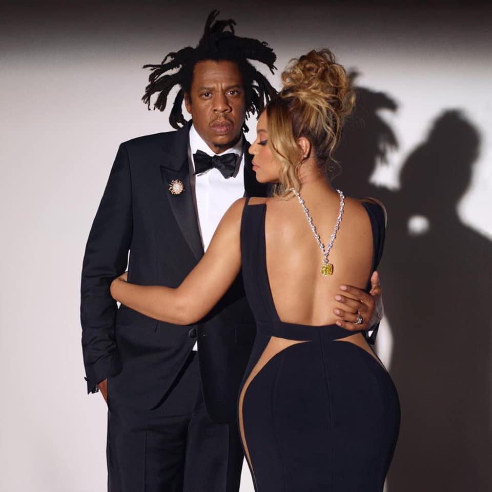 Jay-Z và Beyoncé cùng viên kim cương vàng nổi tiếng